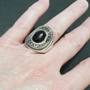 Jewelry - Silver tone ring with black